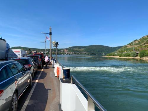 Auf dem Rhein - Fähre nach Bingen...